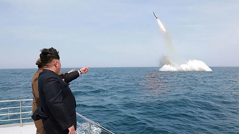 У мережі оприлюднили фото запуску балістичної ракети КНДР